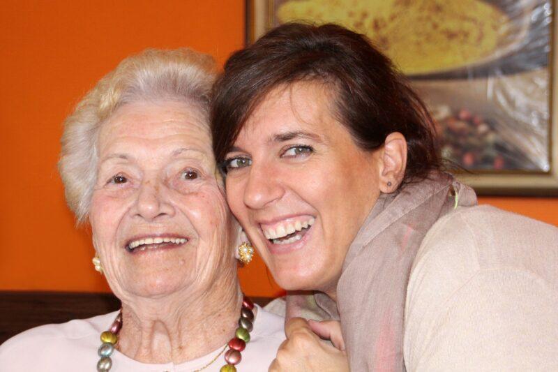 grandma-2637457_1920