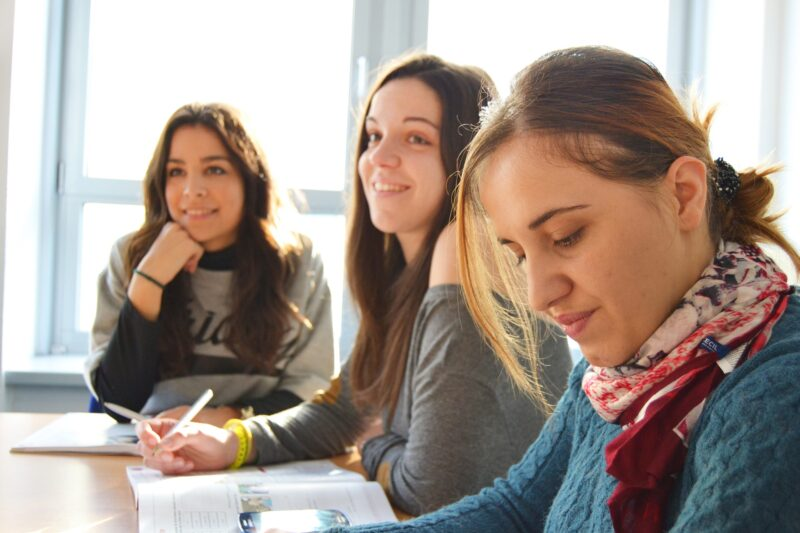 language-school-834138_1920